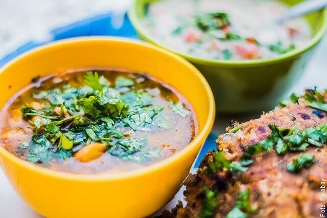 foto de sopa con cilantro