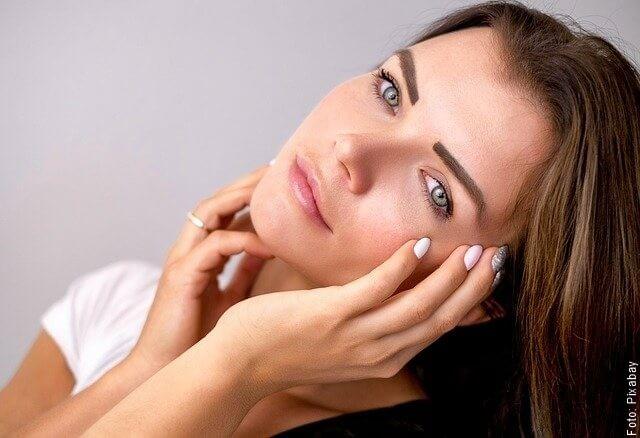 foto de mujer con rostro saludable