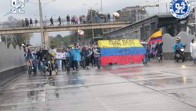 Hinchas de Millonarios ofrecen sancocho a manifestantes