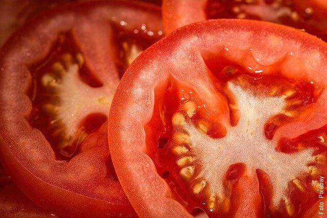 foto de tomates cortados