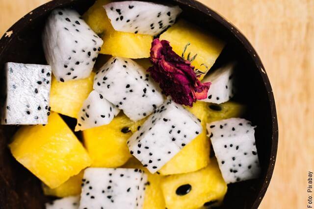 foto de plato con pitahaya en trozos
