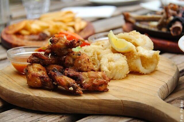 foto de alitas de pollo preparada