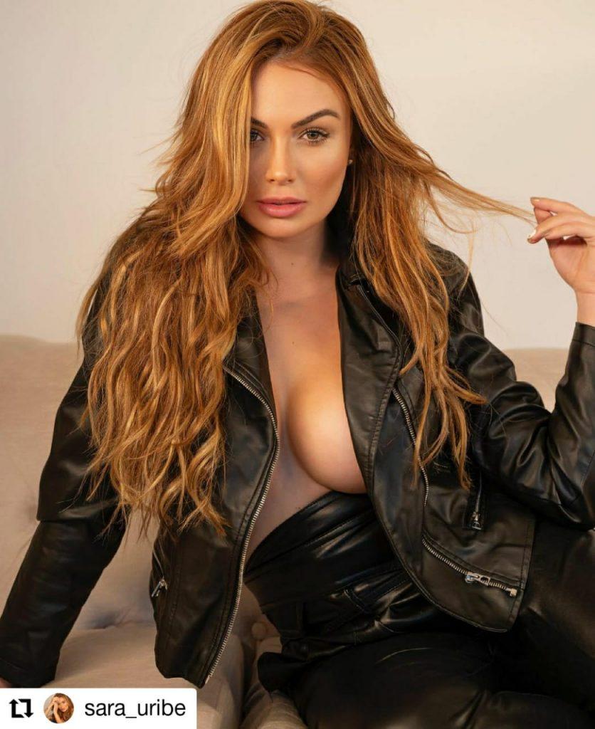 foto de mujer con ropa negra