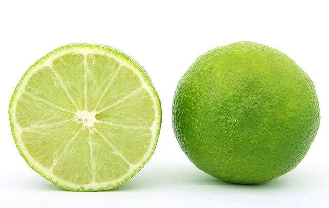 imagen de un limón cortado