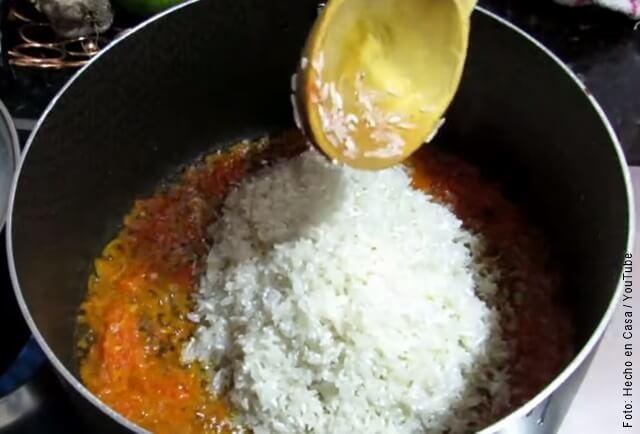 foto de preparación de arroz con pollo