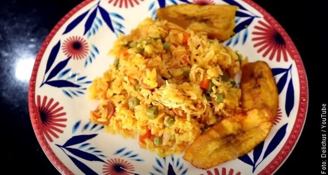 foto de plato de arroz con pollo