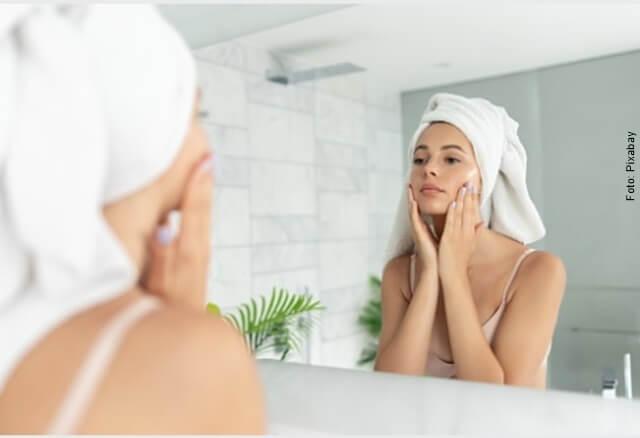 foto de mujer con cara limpia