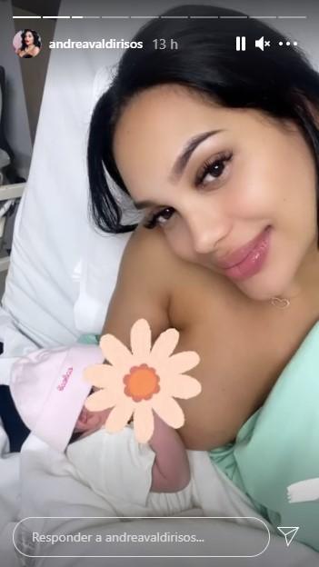 foto de mujer con un bebé