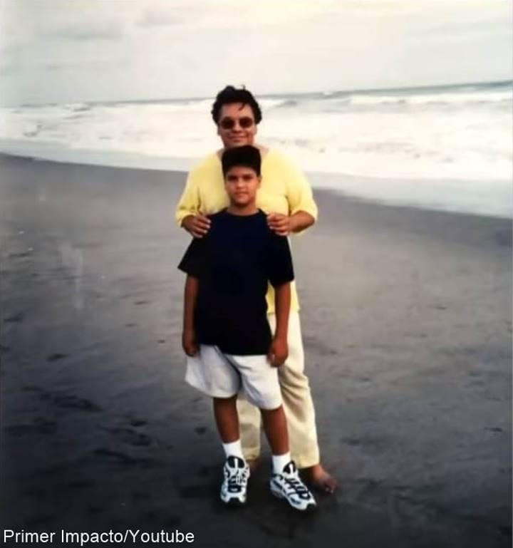 Foto de Juan Gabriel y uno de sus hijos