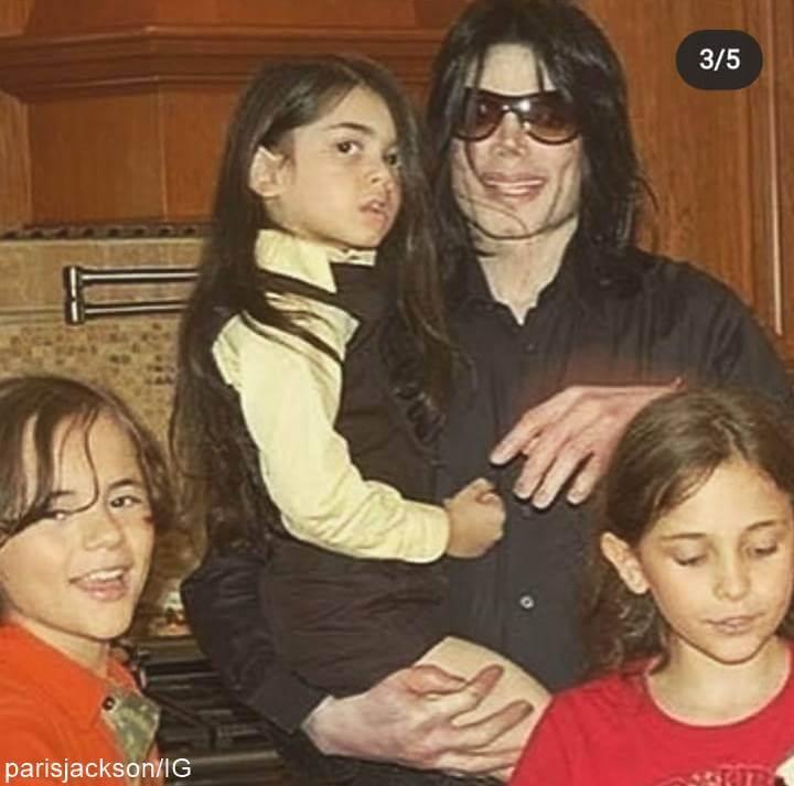 Foto de Michael Jackson y sus hijos cuando niños