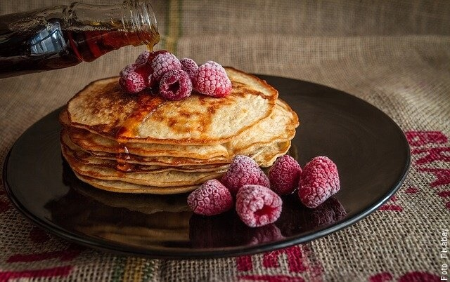 foto de pancakes con frambuesas