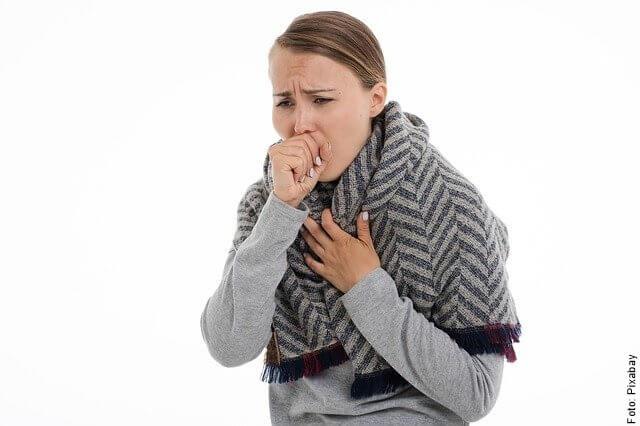 foto de mujer con tos