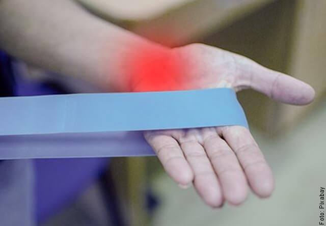 foto de mano con artritis