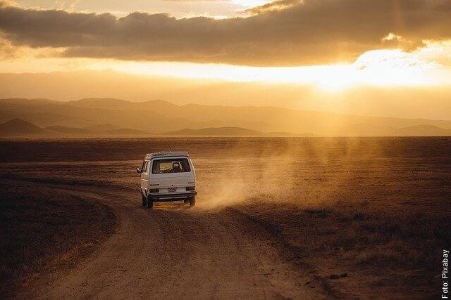 foto de van en el desierto