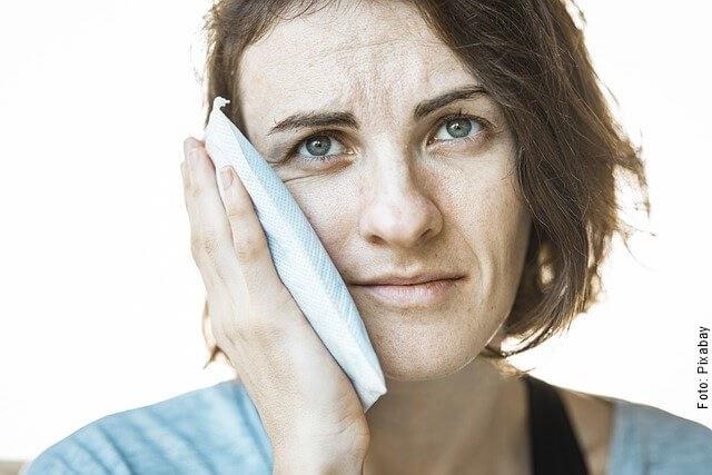 foto de mujer con dolor de muela