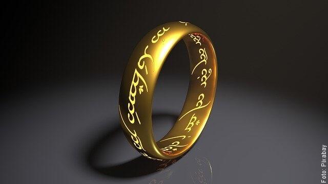 foto de anillo dorado