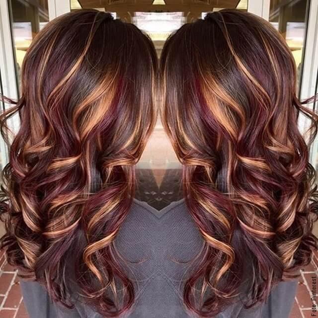 foto de mujer con cabello rojizo