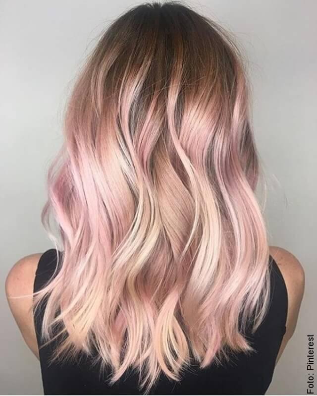foto de mujer con cabello tinturado