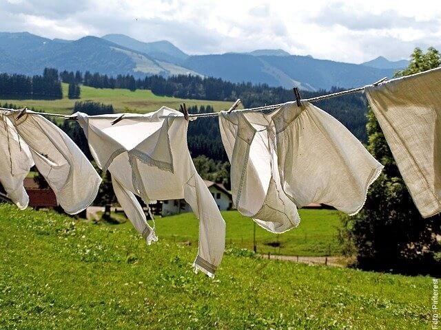 foto de ropa colgada
