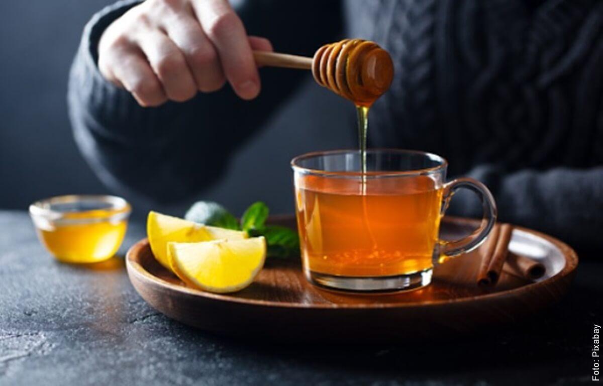 ¿Para qué sirve la miel con limón? Una combinación poderosa