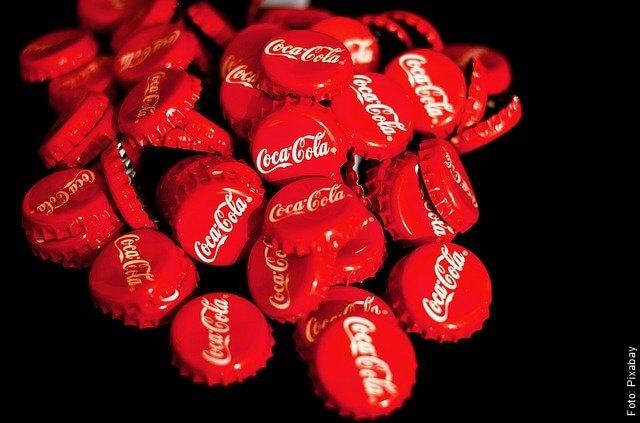 foto de latas de coca cola