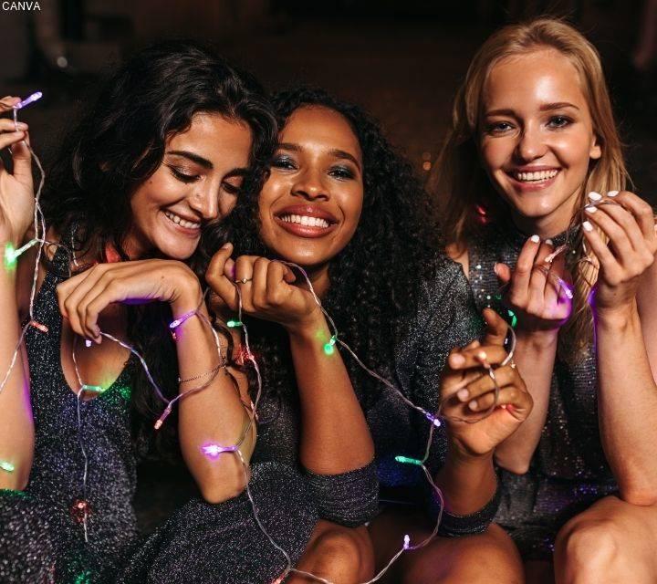 Foto de chicas en fiesta para ilustrar Top 7 de cosas que molestan de la pareja