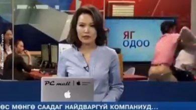 En plena transmisión en vivo dos periodistas se agarran a golpes