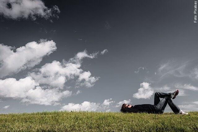 foto de hombre soñando