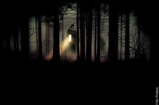 foto de cementerio en la noche