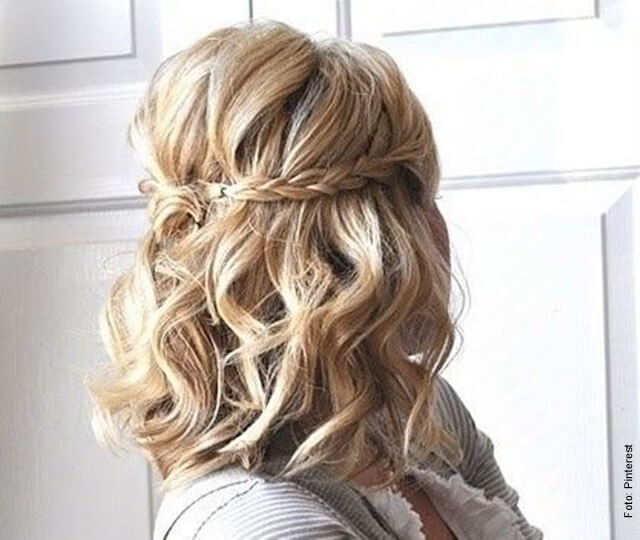 foto de mujer con cabello corto en trenzas