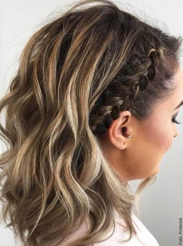 foto de mujer con cabello corto y trenzas