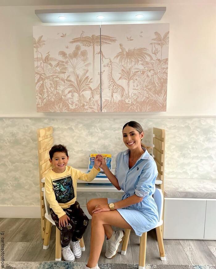 Foto de Instagram de Carolina Soto y su hijo mayo Valentino