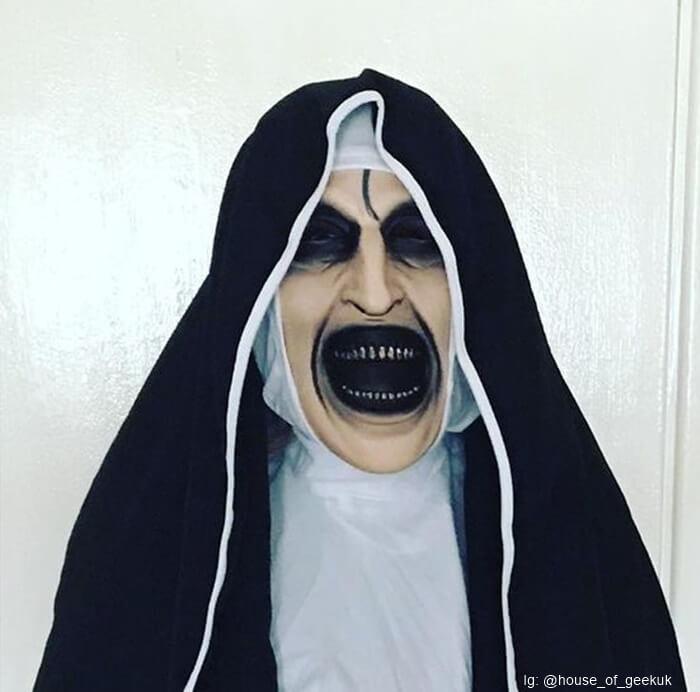 Máscara de La Monja de la saga El Conjuro