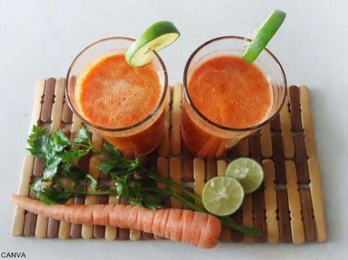 Foto jugo de zanahoria con limón