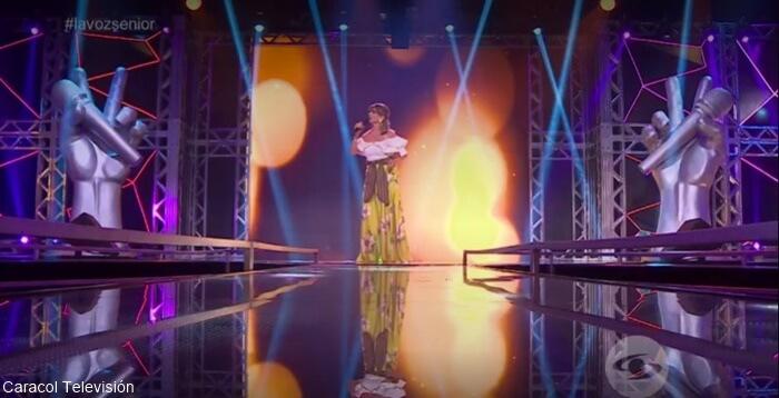 Marta Mejía cantando en La Voz Senior