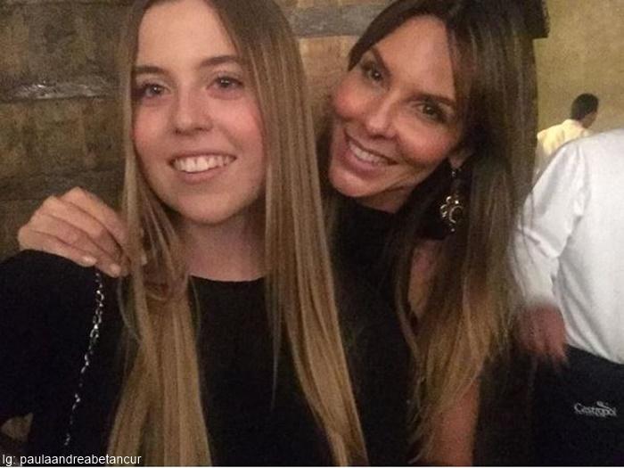 Foto de Paula Betancur junto a su hija Salomé Villegas