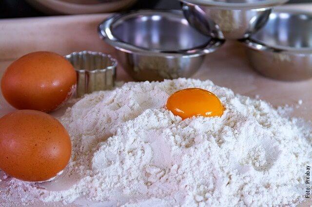 foto de harina y huevos
