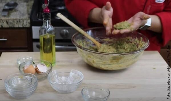 foto haciendo torta de lentejas
