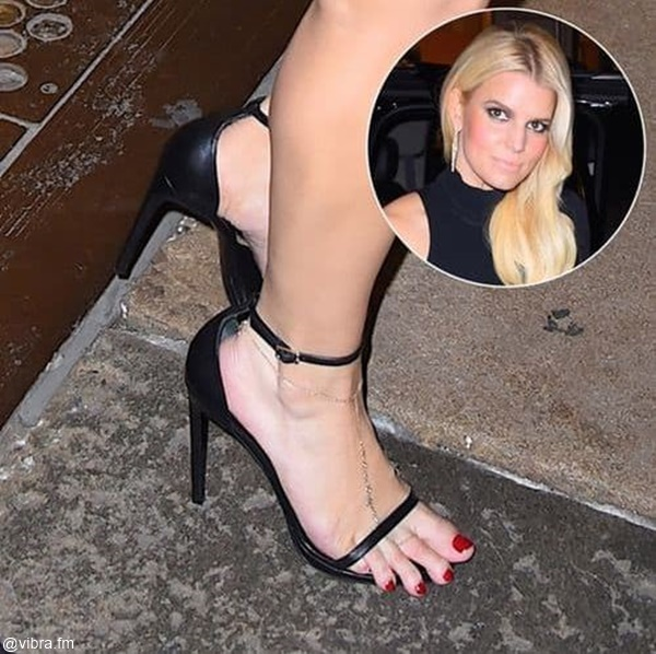 Foto de los pies de Jessica Simpson