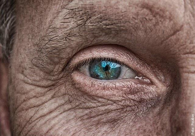 foto de ojo con arrugas
