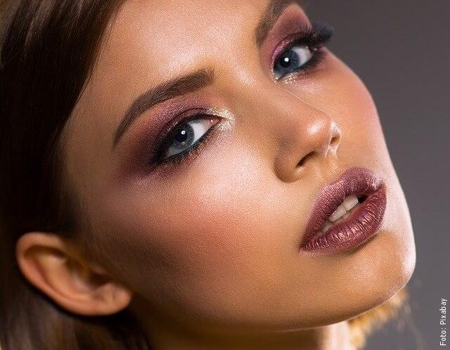 foto de mujer maquillada