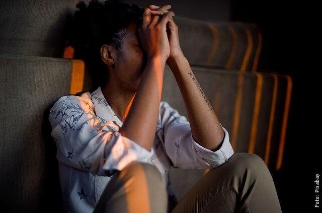 foto de persona estresada