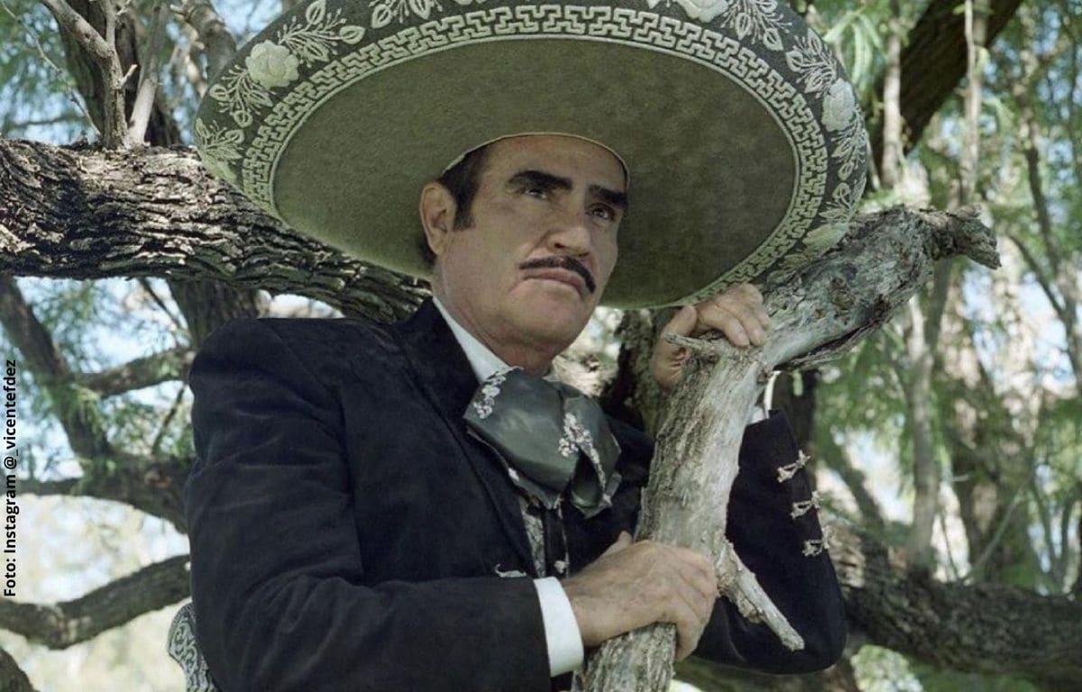 Vicente Fernández agradece a su público por estar pendientes de su salud