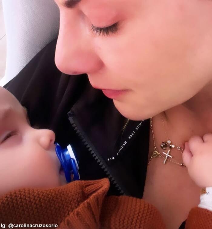 Foto de Carolina Cruz y salvador recién nacido