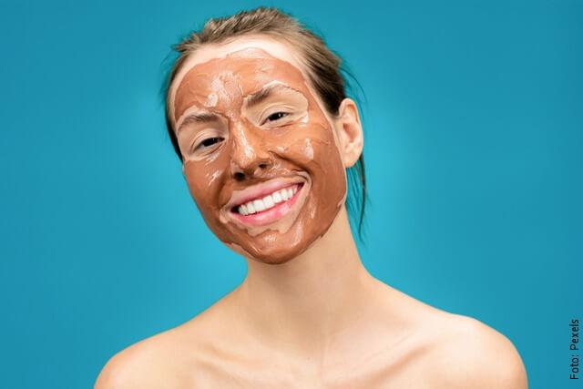 foto de mujer con mascarilla